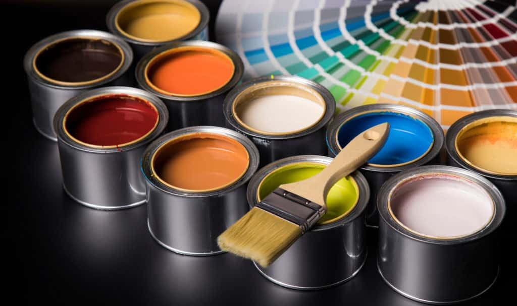 Quelles sont les couleurs tendances pour peindre l'encadrement d'une fenêtre extérieure?