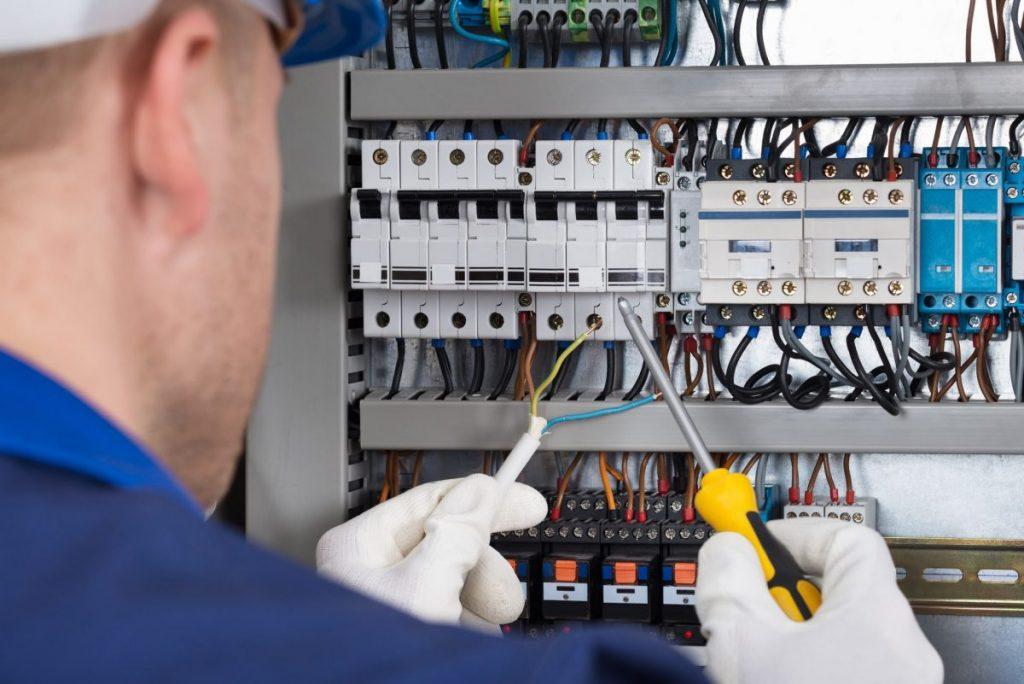 Branchement électrique : Tout ce qu'il faut savoir sur la couleur des fils