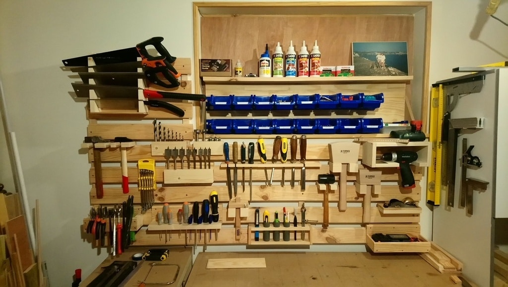 Les outils nécessaires pour fabriquer une étagère bois pour garage