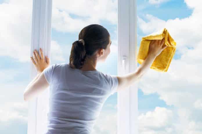 Comment enlever du calcaire incrusté sur une vitre sans produits chimiques?