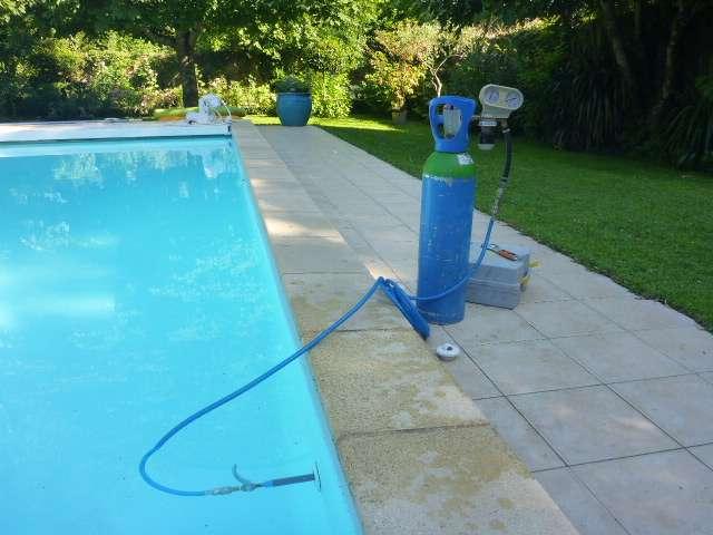 Comment réparer une fuite d'eau au niveau d'un raccord de piscine?