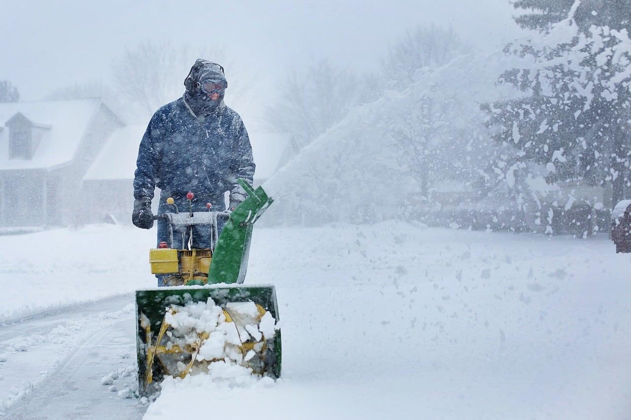 Utiliser une pelle à neige